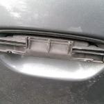Audi_a4_B5-Demontaz_nakladek_zewnetrznych_klamek_06